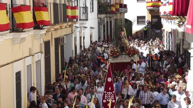 Los niños de Villanueva arropan a 'La Borriquita'