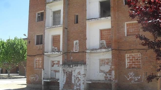 Los vecinos de los 'pisos rojos' serán realojados temporalmente