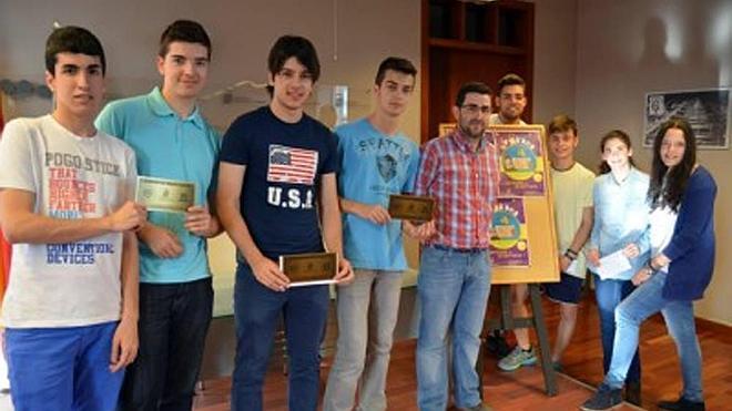 Premios para los ganadores de la gYncana juvenil