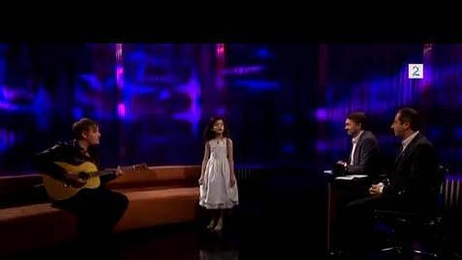 Dulce versión de 'Fly me to the moon' cantada por una niña de siete años