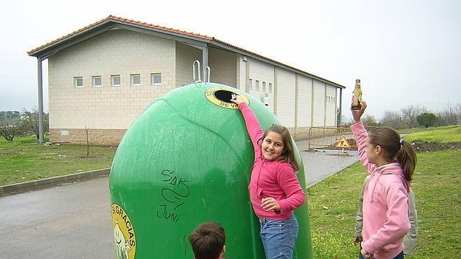 Los extremeños reciclan vidrio pero siguen por debajo de la media del país