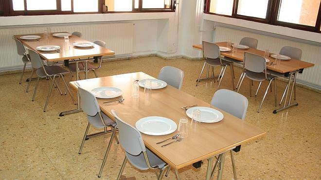 El comedor escolar de verano acoge este año a cincuenta niños