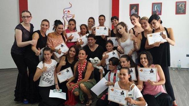 Unos 90 alumnos asisten al curso del bailaor Canales