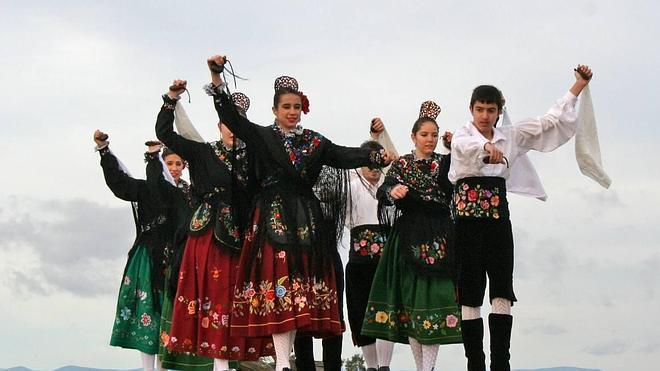 La plaza de España acoge el 16 el festival folclórico