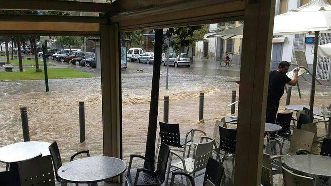 La lluvia obligó a los bomberos de Don Benito a realizar una decena de salidas