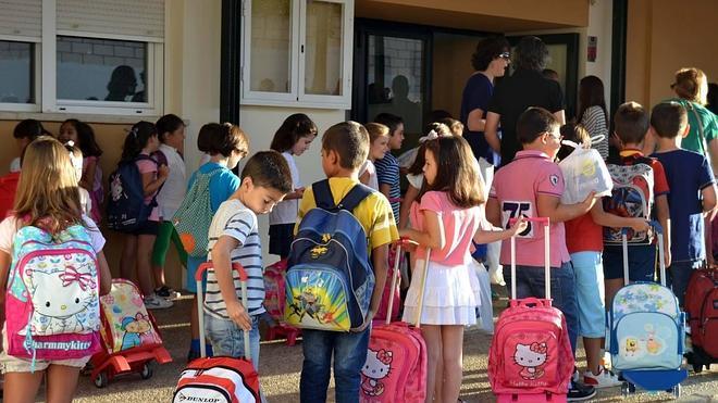 389 niños de la ciudad van este curso por primera vez al colegio