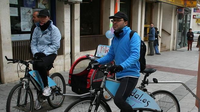 Villanueva promueve el uso de transporte público y de la bici