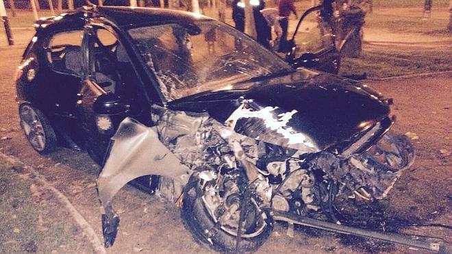 Un aparatoso accidente deja dos heridos leves