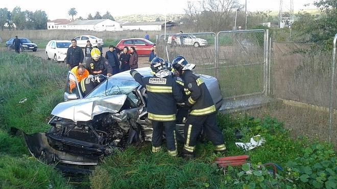Los tres heridos en el accidente de la carretera de Valverde se encuentran graves