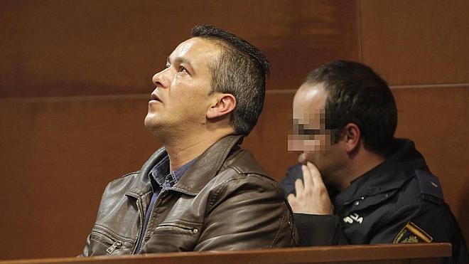 «No me siento culpable», dice ante el juez el acusado de matar a sus padres