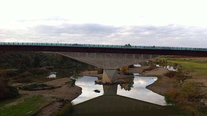 Técnicos de Fomento aportarán este mes una solución a la curvatura del nuevo puente
