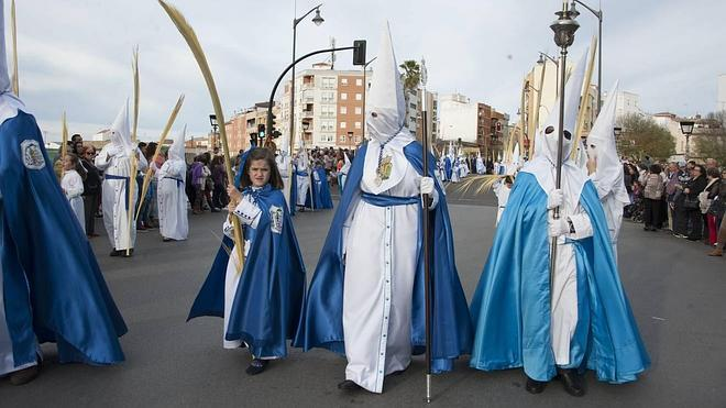 San Roque y sus palmas lucen en la primera procesión