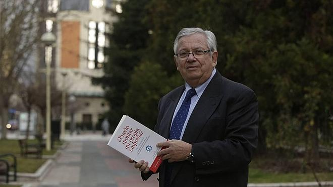 Fernando Jáuregui presenta en Aula HOY el libro 'Historia vivida de España. 1970-2020'