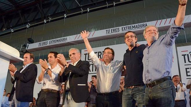 """Vara invita a los socialistas a """"combatir"""" contra una región """"asolada por la desigualdad y el sufrimiento"""""""