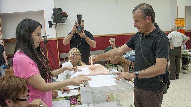 """Escobar anima a participar en """"la fiesta de la democracia"""""""