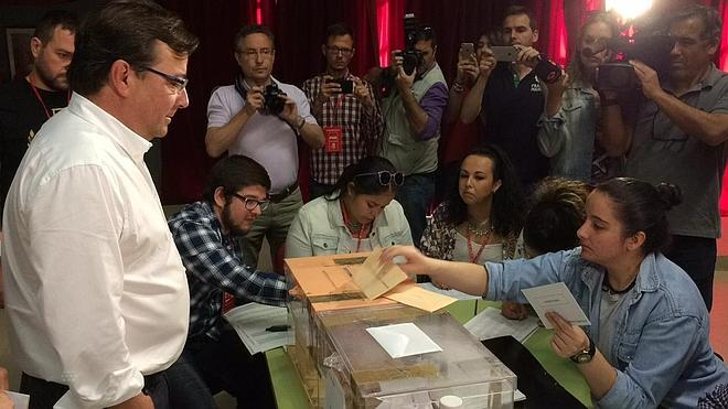 """Fernández Vara: """"Las urnas nos van a decir a los políticos muchas cosas"""""""
