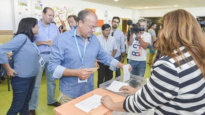 """Monago: """"Quien no vota está en su derecho, pero que luego no se queje"""""""