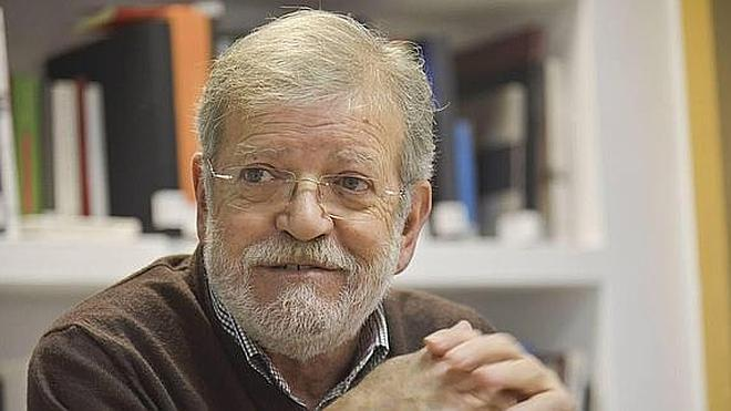 Ibarra presenta un libro sobre la posguerra extremeña escrito por Vicente Herrera Silva
