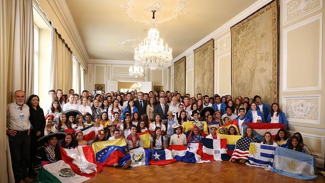 El presidente de Colombia recibe a los expedicionarios de la Ruta BBVA 2015