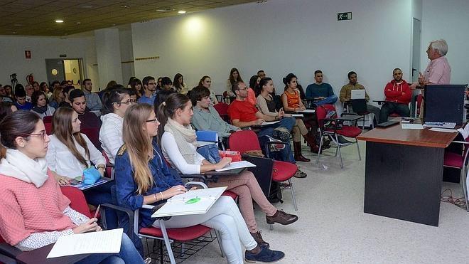 Los cuatro últimos cursos de Medicina se impartirán en el Infanta Cristina