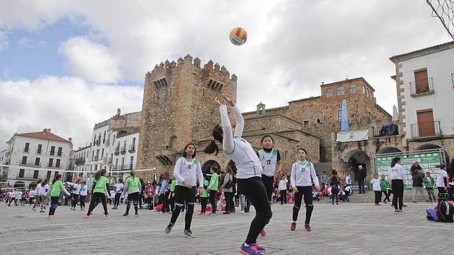 Mil escolares, en el 'Pequevoley' de Cáceres