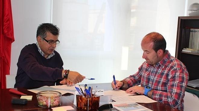 El Ayuntamiento firma convenios con Cáritas, AMAT y la residencia San Martín de Porres