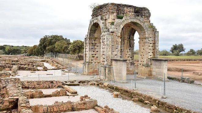 El yacimiento arqueológico de Cáparra recupera su anfiteatro romano