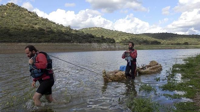 Llegan a Extremadura los aventureros que descienden los 818 kilómetros del Guadiana