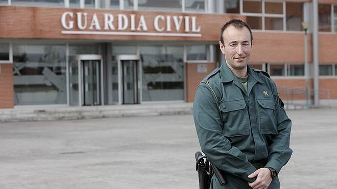 """El guardia civil que salvó la vida del bebé de 20 meses en Garrovillas: """"Aitor quería vivir"""""""