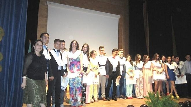 Se gradúan 37 jóvenes del IES Campos de San Roque