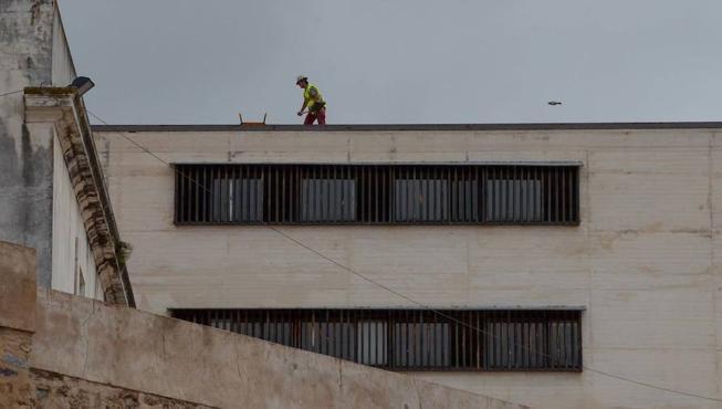 Los obreros toman el Cubo para comenzar el rebaje