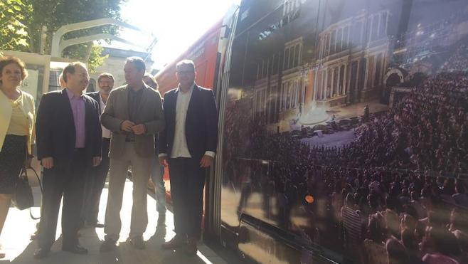 La imagen del Festival de Mérida recorre las calles de Sevilla