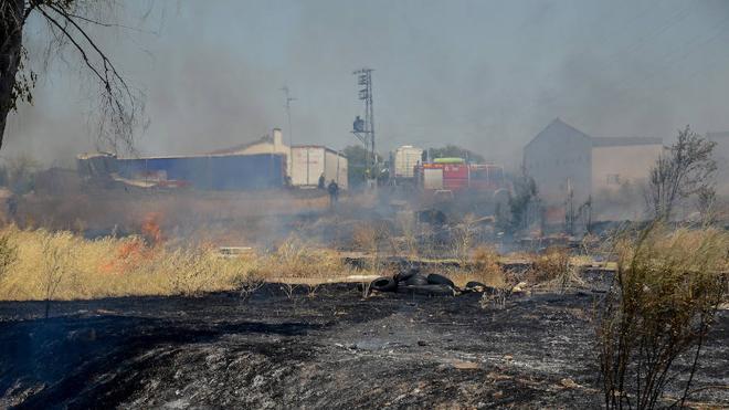 Los bomberos sofocan dos incendios en Badajoz