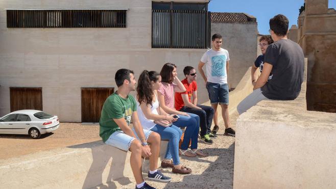Los alumnos de Biblioteconomía retoman las clases en la Alcazaba con normalidad