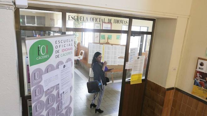 La falta de profesores retrasa el inicio de curso en varias escuelas de idiomas