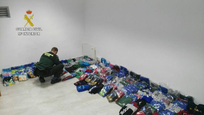 Detenidas dos personas por vender prendas falsificadas en un mercadillo