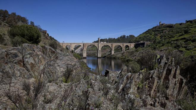 El puente de Alcántara se construyó sobre otro viaducto más antiguo