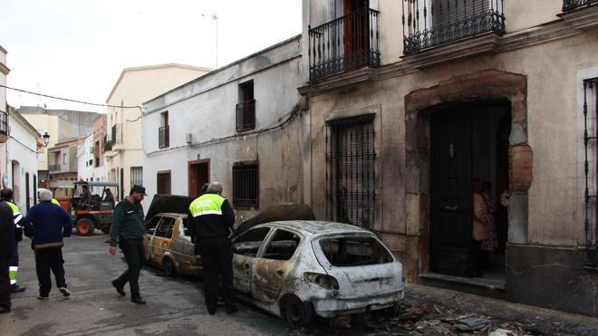 Arden cuatro vehículos en Guareña esta madrugada sin causar heridos