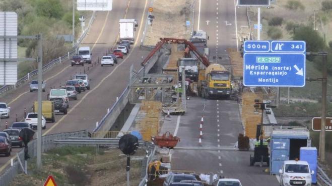 La inversión pública en Extremadura ha caído un 60% desde 2009, según un informe