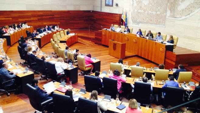La política de desahucios, el juicio de Feval o la asignatura de Religión, a debate en la Asamblea