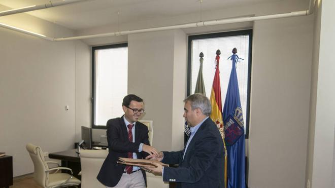 Gallardo traslada su despacho al antiguo Bárbara de Braganza