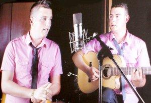 'El Rana' junto a su hermano Ismael, a la guitarra. E.G.R./