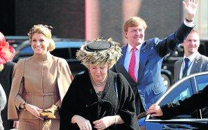 Los holandeses buscan esponsor para los fastos de entronización de sus reyes