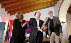 Javier Marías recoge el XIII Premio Dulce Chacón de Narrativa Española por 'Berta Isla'