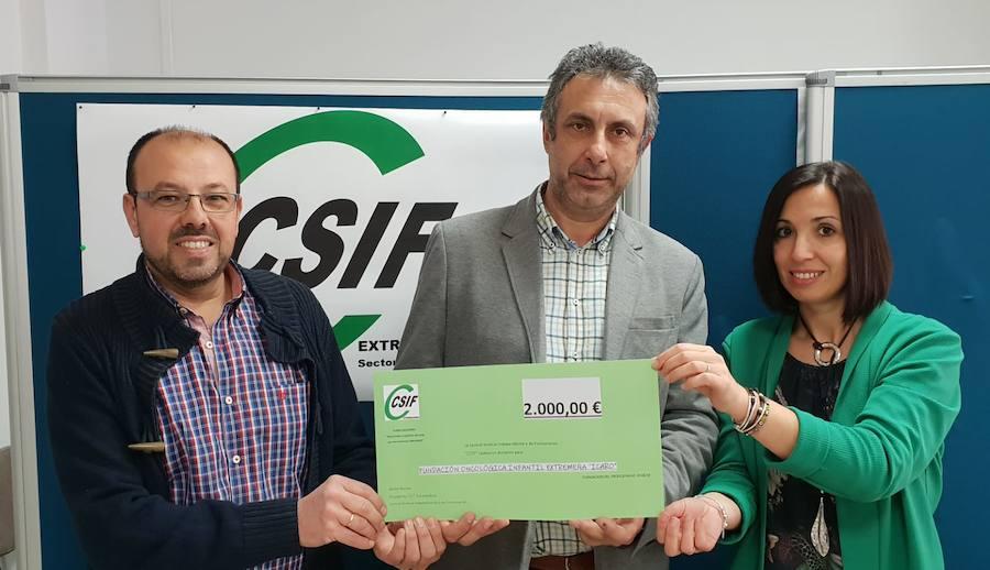CSIF dona 2.000 euros a la Fundación Oncológica Infantil Extremeña 'Ícaro'