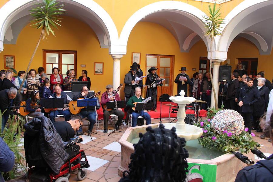 Más de cien personas acompañan la comitiva del Entierro de la Bellota