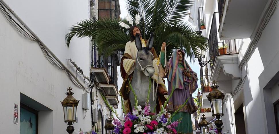 La Borriquita, Jesús Orando en el Huerto y Corazón Doloroso de María inauguran los desfiles procesionales el Domingo de Ramos