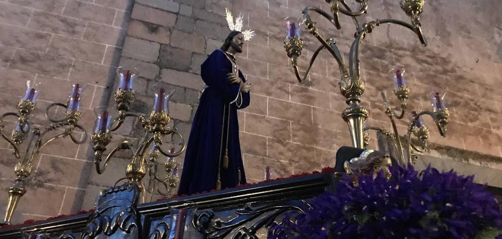 El Cristo Cautivo y Rescatado recorrió solemne las calles junto a María Santísima de la Amargura