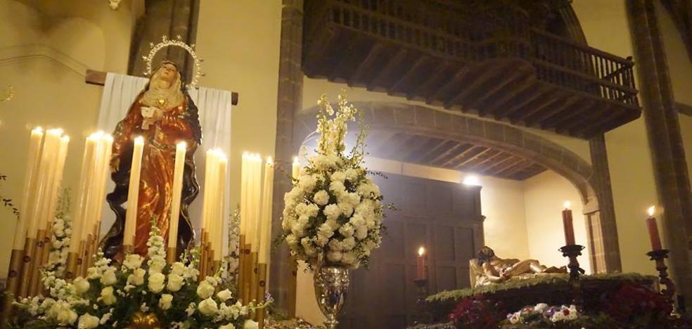 El Santo Entierro del Cristo Yacente se celebró solemne dentro de la parroquia