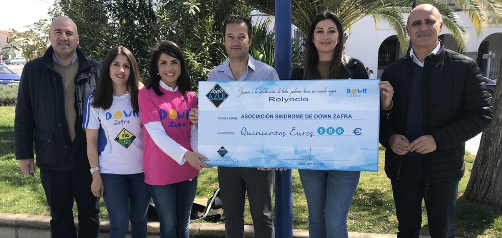 Down Zafra recibe una donación de 500 euros de la empresa Rolyocio